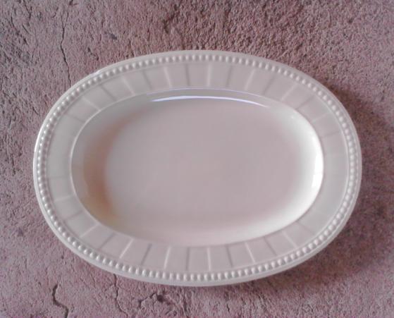 จานทรงรี 13.5″ สีครีม